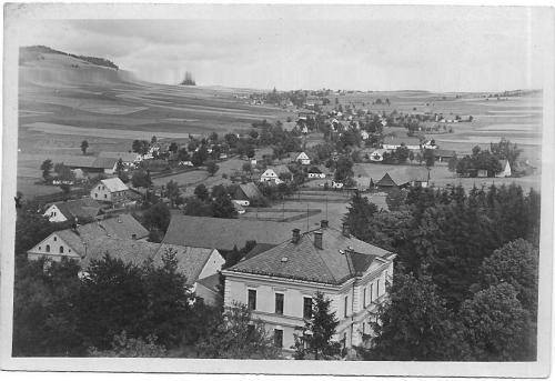 Pohled nazámeček ahorní část obce
